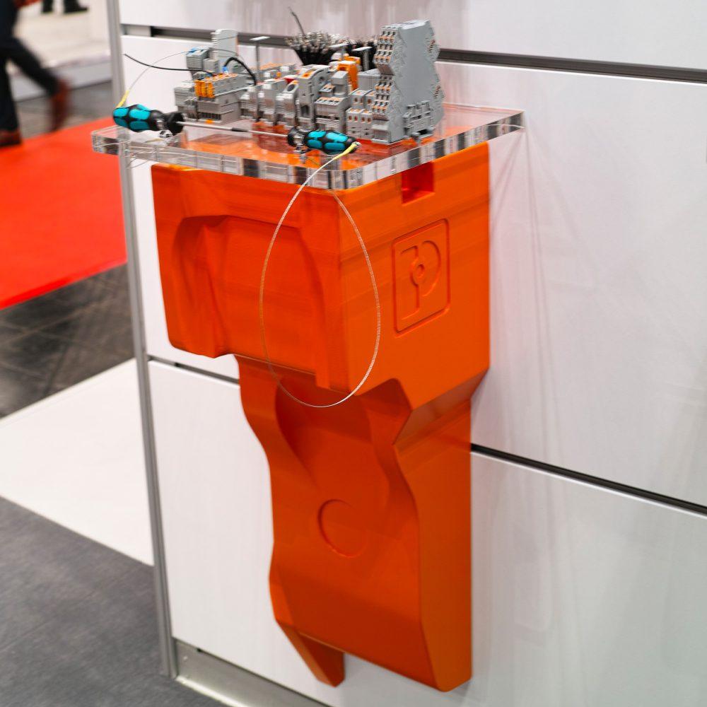 Pit-Pusher Display