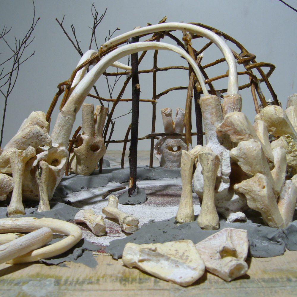 Mammutknochenhütte Exponat Bauphase